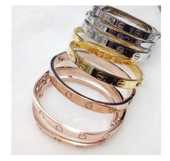 How to find the perfect fashion jewelry piece at the wholesale 01
